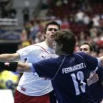 Los polacos empiezan a bailar con la más fea. Juampi los volvió locos como a casi todos los rivales